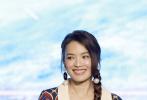6月16日舉辦的《上海堡壘》發布會,無疑是上海國際電影節第一天人氣最高的活動之一。當天,導演滕華濤、原著作者兼編劇江南攜鹿晗、舒淇、石涼、高以翔、王宮良、王森、孫嘉靈等演員現身發布會,并在現場就一系列頗為犀利的問題做出回應。