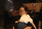 6月16日,林心如、霍建華夫妻帶著女兒小海豚下身臺灣一家酒店聚餐被拍。畫面中,夫妻二人一黑一白的休閑裝扮,女兒小海豚扎著兩條羊角辮,身穿白色上衣,坐在背對鏡頭的位置,乖巧的吃飯,吃飯后還會自己拿紙巾擦嘴。