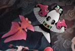 """近日,由美國哥倫比亞影片公司出品的電影《蜘蛛俠:英雄遠征》發布了一系列重磅物料,其中三款""""超級蜘蛛戰服""""海報尤為亮眼,強烈點燃粉絲對于影片上映的熱情!網上又一波蜘蛛俠主題創作的熱浪被瞬間掀起,其中頗有才華的網友創作的一批中國風手繪海報驚艷全網,被無數人轉發討論,助力蜘蛛俠遠征歐洲英雄蛻變!"""