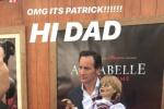 抱著鬼娃合影!《安娜貝爾3:回家》舉行首映禮