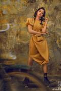 欧阳娜娜全新大年夜片演绎摇滚少女 脏辫发型似仙人掌