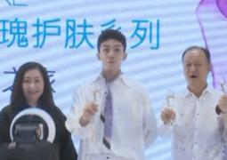 """吳磊著白色LOOK現身活動 被禮花""""嚇""""成表情包"""