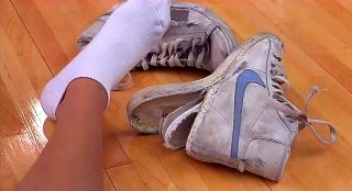 男孩靠着一双神奇球鞋,打败众多篮球巨星,一部搞笑奇幻片