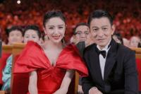 佟丽娅追星刘德华成功 向贾玲晒合照:不好意思