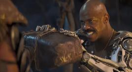 男子双手截肢却长出钢铁手臂,力大无穷,手撕异界巨人!