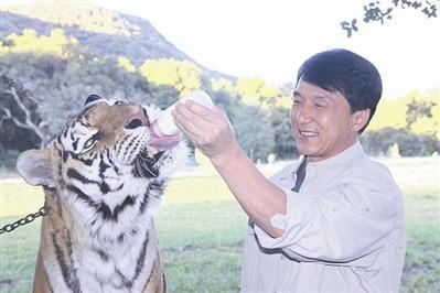 成龙保护老虎的电视公益广告进行了全球首播