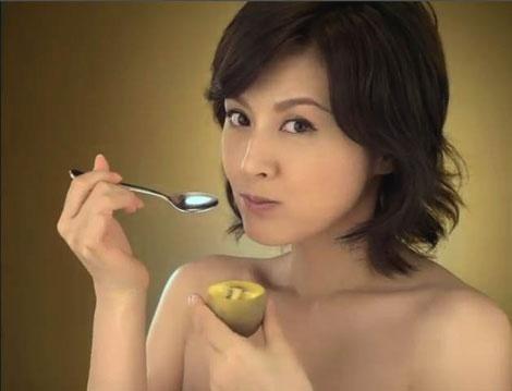 藤原纪香全裸上阵拍水果广告 大胆出位神秘诱惑