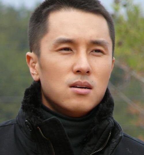 韩星扎堆对比留杯具小平头发型入伍军装很重短头发能柔化吗图片