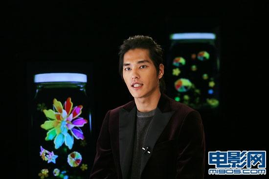 蓝正龙首当主播鬼马吐舌 签约内地转战电影市场