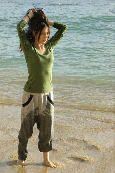 [图]徐若瑄现身夏威夷海滩 海边嬉戏湿裤显童真