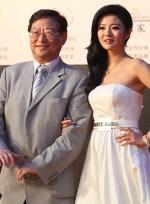 安以轩白色长裙性感吸睛 携手吴思远同登红毯