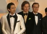 《布达佩斯大饭店》主创登场 黑色领结造型统一