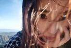 12月3日,杨幂微博粉丝突破一亿大关,这也使得她成为继谢娜、何炅之后,第三位粉丝破亿的明星。杨幂微博从2009年9月2日开通,发布第一条微博至今已有9年。