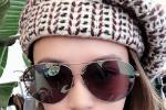 阿娇戴墨镜贝雷帽晒自拍 造型摩登复古美貌依旧