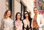美国时间5月1日,刘玉玲在好莱坞星光大道上正式留星,3岁半的儿子Rockwell Lloyd Liu也一同亮相。《霹雳娇娃》主演卡梅隆·迪亚兹和德鲁·巴里摩尔和刘玉玲三人组重聚。刘玉玲是继黄柳霜之后第二个在好莱坞星光大道留星的华裔女性——她留名的星星也在黄柳霜星星位置的旁边。