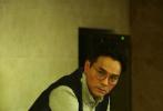 """由王晶、关智耀联合执导的《追龙Ⅱ》即将在6月6日和全国观众见面。作为""""追龙""""系列IP的又一全新力作,影片自定档起便引发网友热议。近日,片方发布的""""善恶对决""""版全新预告,不到24小时点击率更是超过百万,预告中展现的关于世纪悍匪绑架案的阴谋与细节、扑朔迷离的人物关系引发了不少网友的关注与讨论。"""