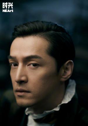 胡歌時尚大片演繹貴族紳士 光影交錯呈現電影質感