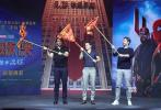 紧接《复仇者联盟4》,漫威宇宙新作《蜘蛛侠:英雄远征》即将于6月28日—提前北美四天上映,引爆粉丝期待。6月11日,导演乔·沃茨也与主演汤姆·霍兰德、杰克·吉伦哈尔携手亮相北京,与中国影迷零距离互动。
