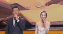第22届上影节开幕式 刘烨、伊丽媛共同献唱歌曲《花开在眼前》
