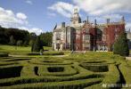 6月25日,有知情人士向媒体透露,张若昀和唐艺昕的婚礼,将在被誉为爱尔兰最漂亮城堡之一的利默里克郡阿代尔庄园举行。它与路特尔斯顿城堡、布拉尼城堡、比尔城堡庄园、本拉提城堡和阿什福德城堡,合称为爱尔兰六大神秘城堡。