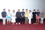 """6月25日,电影《别岁》在北京举办首映式,导演、编剧张琪东,制片人邹超军、主演袁忠远、龚格尔、魏斯婷等出席现场,与观众分享拍摄心得。影片拍摄于2015年,四年后终于迎来上映机会,制片人邹超军感慨,就像片名""""别岁""""所代表的涵义,""""向过去的阴霾告别,迎接新生和希望。"""""""