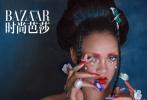 7月9日,蕾哈娜登封《时尚芭莎》8月上封面大片释出。这是蕾哈娜时隔四年再度携手摄影师陈漫,演绎出别样中国风大片。