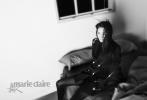 7月12日,杨幂登封《嘉人》八月刊封面大片曝光。封面照中,杨幂身穿黑色回形针高衩短裙,发丝微乱,眼神犀利,姿态魅惑,大幂幂性感又硬气。