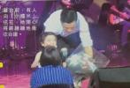 据香港媒体报道,杨幂和刘恺威的女儿小糯米本就遗传了爷爷和父母的演艺细胞,再加上后天的培养,因此小小年纪就多才多艺。小糯米在很小的时候就被刘恺威送进一所有名音乐学校学习唱歌。