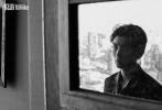 近日,王俊凯成为《悦游Condé Nast Traveler》九月刊封面人物,并远赴泰国曼谷拍摄了一组非常有故事性的旅行大片。王俊凯换上休闲西装和花衬衫,梳着愈发成熟的发型,穿行于老运河、理发店...带着20岁男人半熟的独特韵味,呈现出一组自然鲜活的外景大片。
