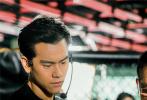 """将于8月30日全国公映、梁家辉首次执导的电影《深夜食堂》,今日发布""""高手如云""""版幕后特辑,群星高手身份遭重磅揭秘。"""