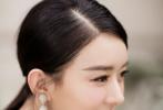 8月22日,赵丽颖现身北京出席品牌活动,这也是赵丽颖今年3月份产子后首次公开亮相。