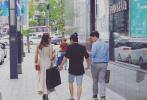 近日,有网友在韩国首尔偶遇好莱坞影星安吉丽娜·朱莉,没有新片在宣传期的朱莉此行引起外界关注。然而朱莉在接受采访时却表示,和儿子的分别令她很煎熬,回到家自己每天爆哭,难解对儿子的思念之情。