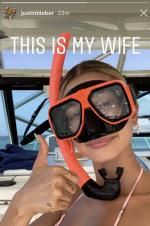 比伯晒妻子泳装照霸气示爱 戴潜水镜海莉性感大方