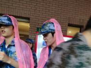 灵超陈涛参加上戏军训 穿迷彩的弟弟是这个亚子