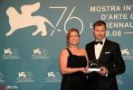 北京时间9月8日,2019年第76届威尼斯电影节落下序幕。曾在展映时大受好评的电影《小丑》毫无悬念夺得最佳影片金狮奖。饱受争议的罗曼·波兰斯基凭借充满影射自身遭遇意味的《我控诉》成为了评委会大奖得主。