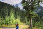 李嫣登山健身打卡12.3公里 身材比例大长腿惹人羡