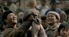 《足迹》3000名孤儿被一个民族收养,他们却从不宣扬