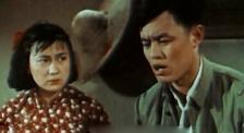 《足跡》:整個電影攝制組住在荒山破廟里,女主角不能刷睫毛