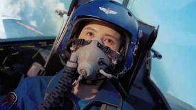 《我和我的祖國》宋佳第一次看飛行員起飛落淚