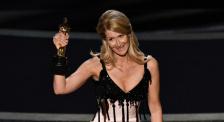 劳拉·邓恩获得奥斯卡最佳女配奖 深情致谢父母