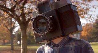 男孩長著一個相機腦袋,長大成為當紅主播,一部搞笑奇幻片