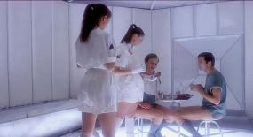 男子接受冷冻实验,醒来竟是53年后,世界上只剩下女人!