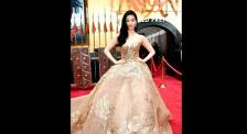 《花木兰》全球首映 刘亦菲身穿金色中国风礼服气场强大