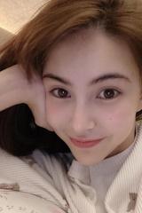 昆凌晒自拍分享追剧清单 不忘为周杰伦宣传新综艺