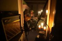 氛围营造满分!约翰尼·德普烛光中弹吉他秀技巧