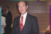 98岁赌王何鸿燊被传病危 三房家人齐集医院守候