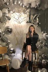 有内味!李嫣14岁庆生会唱歌 遗传妈妈王菲好嗓音