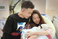 GAI晒合照宣布老婆生子:咱俩以后一起保护妈妈