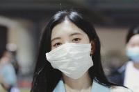 戴大口罩显脸小?鞠婧祎遭网友吐槽:太做作!
