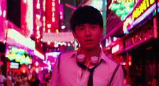 科幻片标配的霓虹灯 为何在现实主义题材中落地生根?